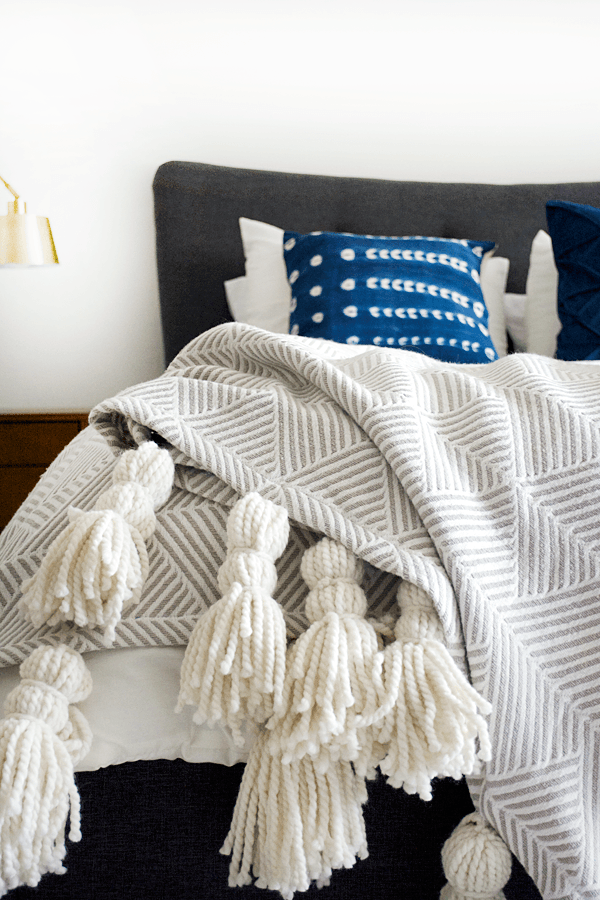 diy_giant_tassel_throw_3